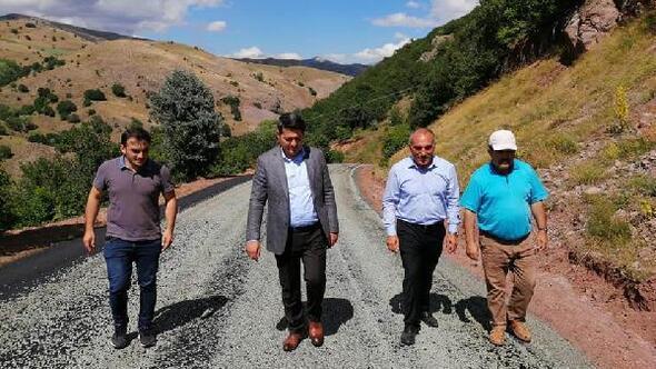 Zarada köy yolları yenileniyor