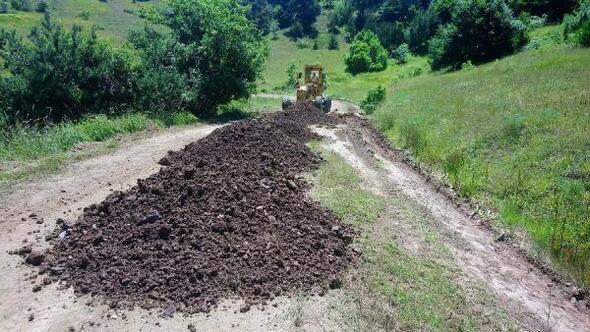 Hafikte grup köy yolları yenileniyor