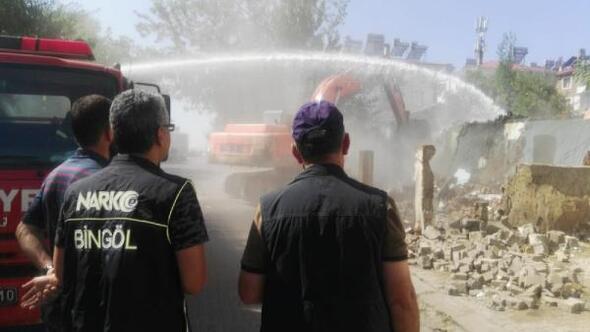 Bingölde eski bina yıkıldı