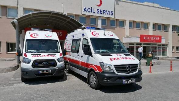 Azerbaycanlı turistleri taşıyan midibüs devrildi: 14 yaralı