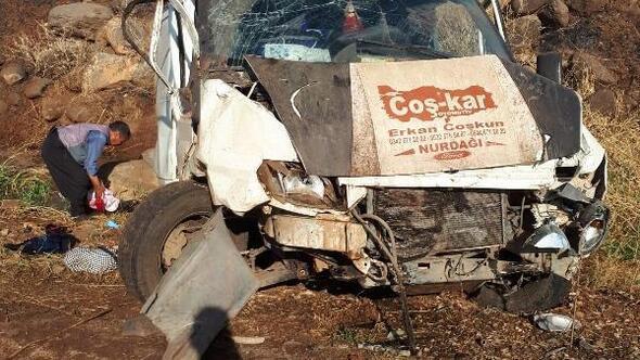 Şarampole devrilen minibüsteki 4 kişi yaralandı