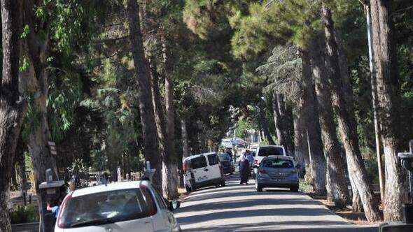 Nizip'te arefe günü mezarlıklar ziyaret edildi