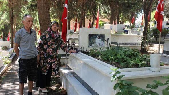 Şehit mezarlıklarında buruk bayram