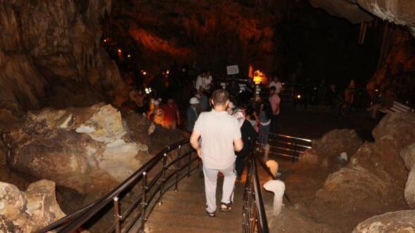 Ballıca Mağarasında bayram yoğunluğu