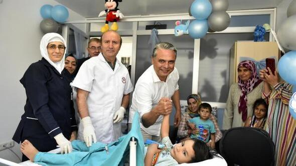 Başkan Uysal, sünnet olan çocukları ziyaret etti