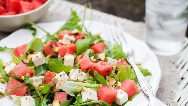 Yaz Aylarının En Sevileni: Karpuz Salatası