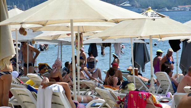 Plajlar ve havuzlar doldu! Uyarı geldi: Bu saatlerde sakın dışarı çıkmayın