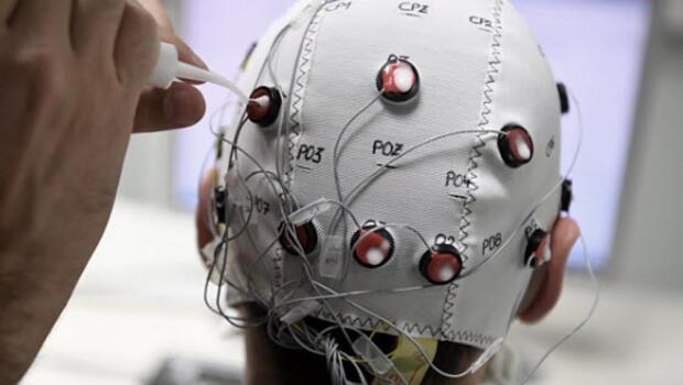 Beyin gücüyle bilgisayar oyunu oynamayı mümkün kılan sistem