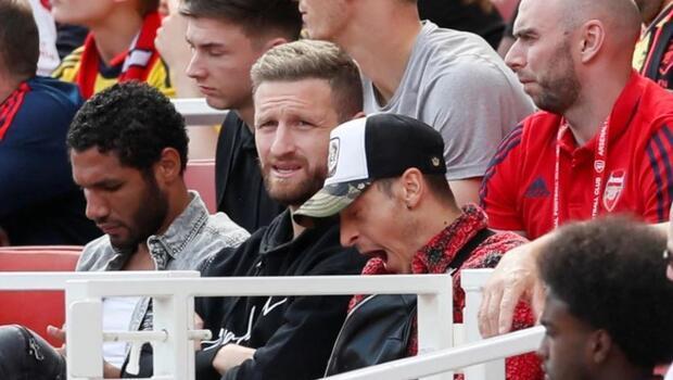 Mesut Özil kameralara böyle yakalandı!