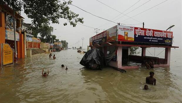 Hindistan'daki yağışlar nedeniyle çok sayıda kişi öldü