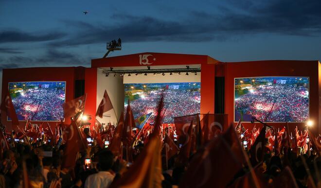 İstanbul'da tarihi gece!