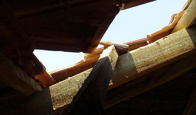 Burdur'da akılalmaz olay! Gökten düşen buz kütlesi çatıyı deldi...
