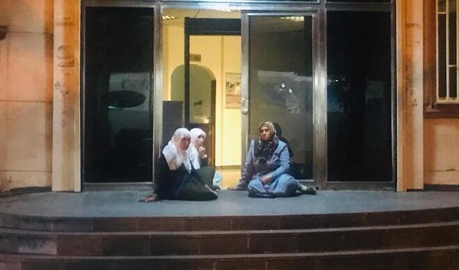 """Oturma eylemi başlattı! 'Oğlum HDP binasına girdi bir daha çıkmadı"""""""
