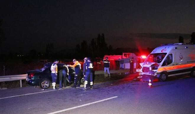 Ambulans ile iki otomobil çarpıştı: 3 ölü, 4 yaralı