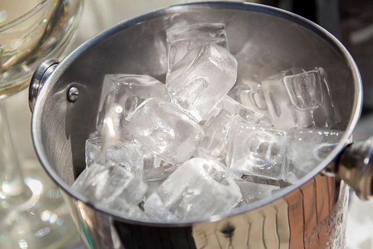 Musluk suyu ve buz