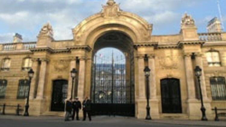 Paris'e Türk darbesi
