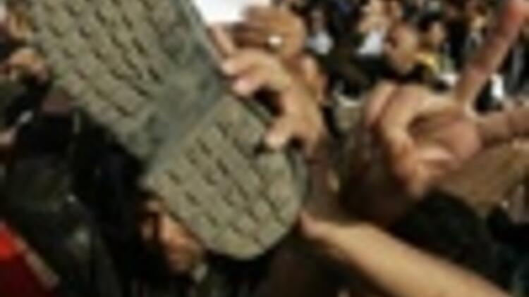 Shoe-thrower hailed as a hero in Mideast