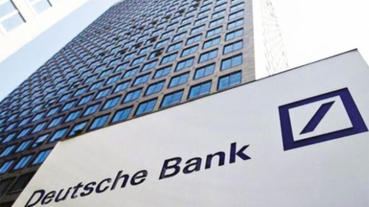 Fitch Deutsche Bank'ın kredi notunu indirdi