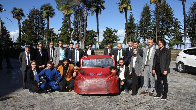 Üniversiteliler elektromobil araç üretti
