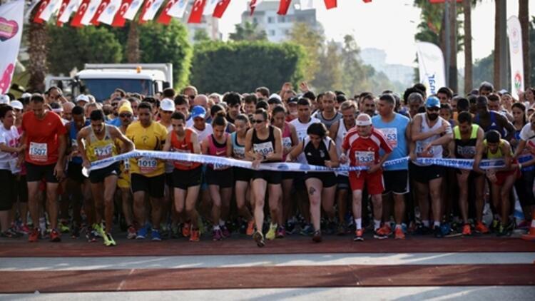 Mersin Maratonu Spor Arena'da! Dev yarışın startı verildi