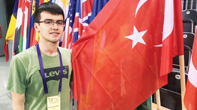 Matematik olimpiyatlarından altın madalyayla döndü