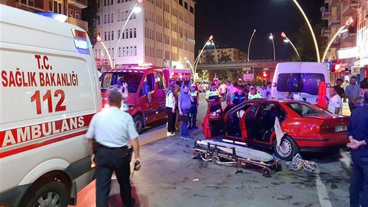 Uşak'ta otomobiller çarpıştı: 2 ölü, 6 yaralı