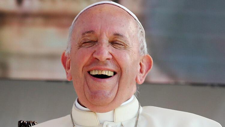 Papa'nın cinsel ilişki çıkışı tepki çekti