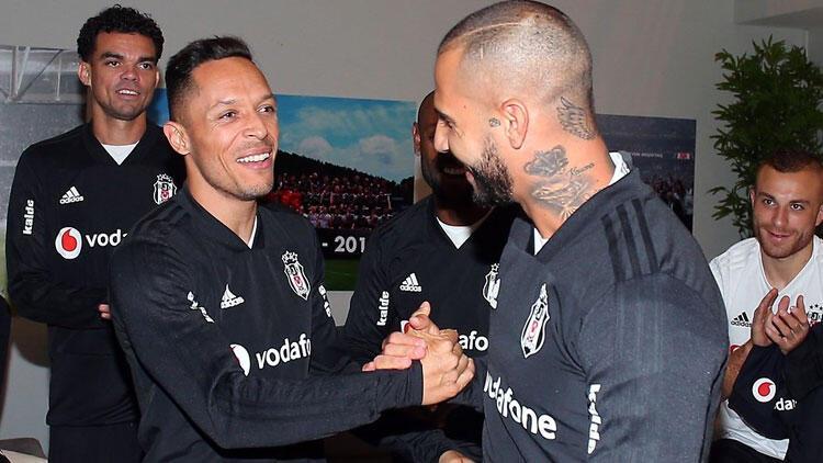 """Adriano: """"Başka bir takımla ön protokol imzalayabilirim"""""""
