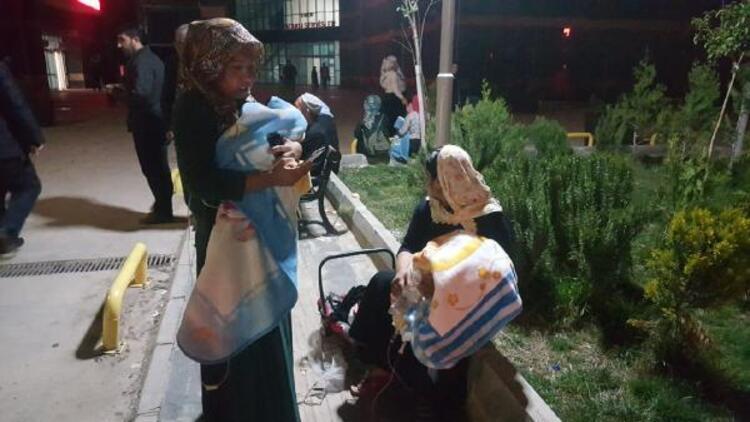 Deprem nedeniyle panikleyen hastalar hastaneyi boşalttı
