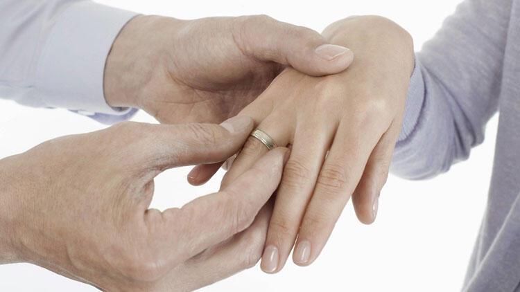 'Aralarında nişanlananlar' için Yargıtay'dan dikkat çeken karar!