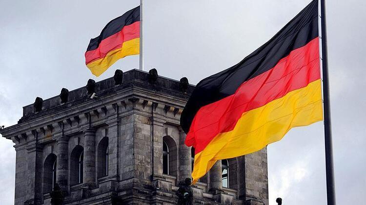 Almanya'da sanayi üretimi nisanda düştü
