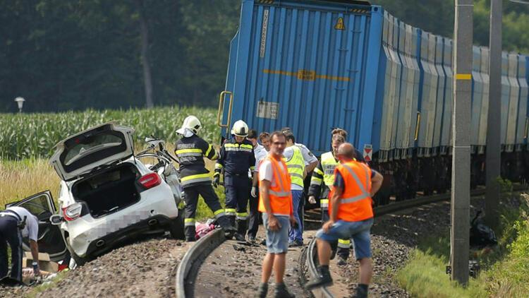 Avusturya'da hemzemin geçit kazası: 2 ölü