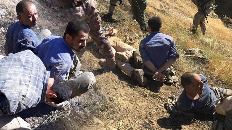 Teröristlerin yakalanma anına ait fotoğraflar ortaya çıktı