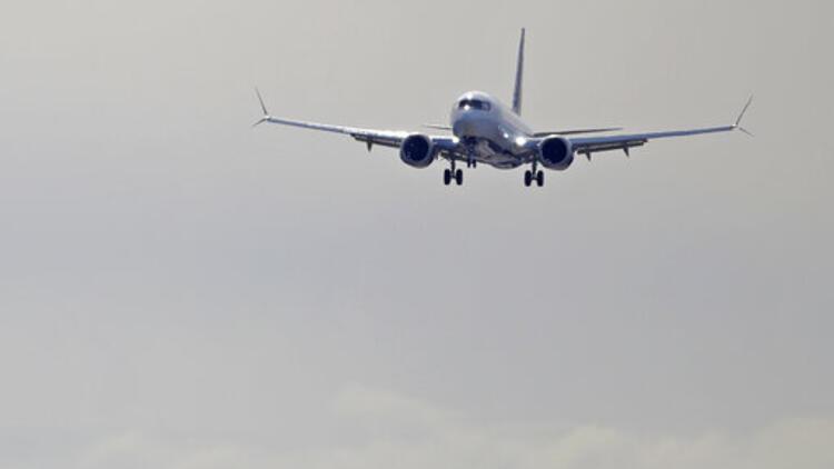 Türbülansa giren uçakta onlarca kişi yaralandı