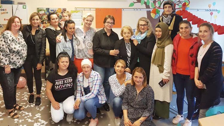 42 yıllık Türkçe öğretmenine veda: Teşekkürler Öğretmenim