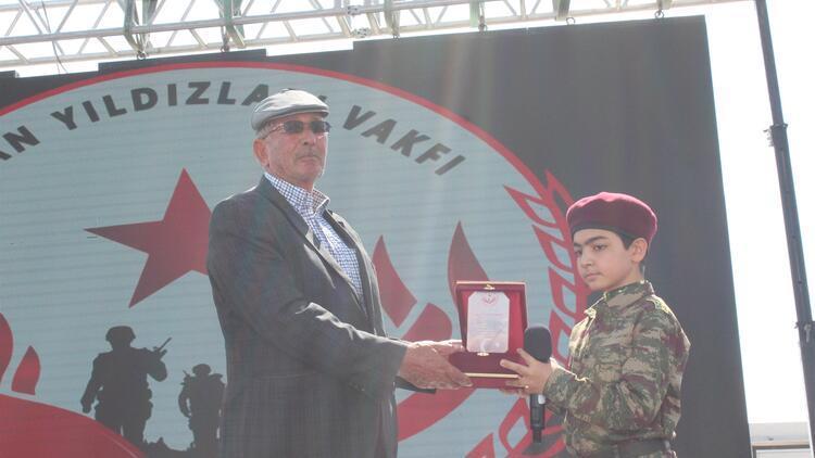 Şehit Ömer Halisdemir'in babası gözyaşlarını tutamadı
