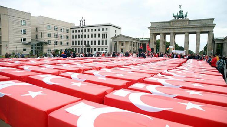 Almanya'nın tarihi meydanında dikkat çeken anma