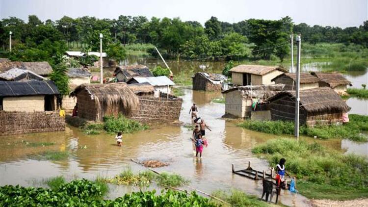 Hindistan'daki selde ölü sayısı artıyor