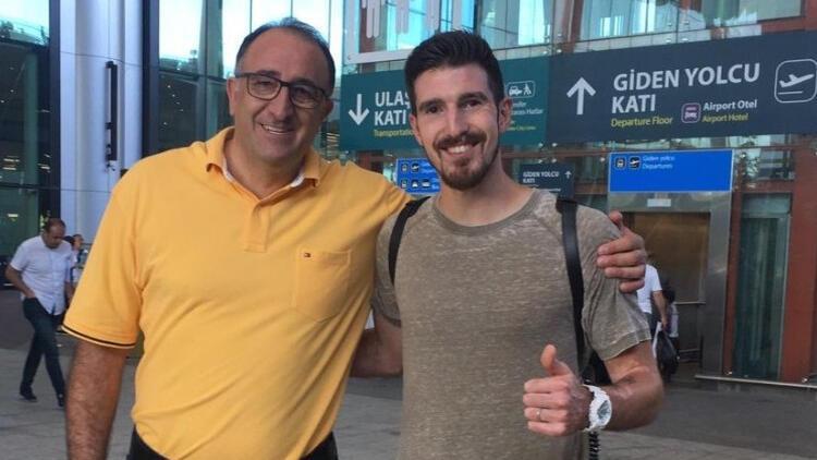 Fenerbahçe'nin yeni transferi İstanbul'a ayak bastı