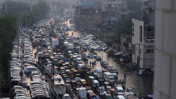 Hindistan'daki sellerde bilanço artıyor