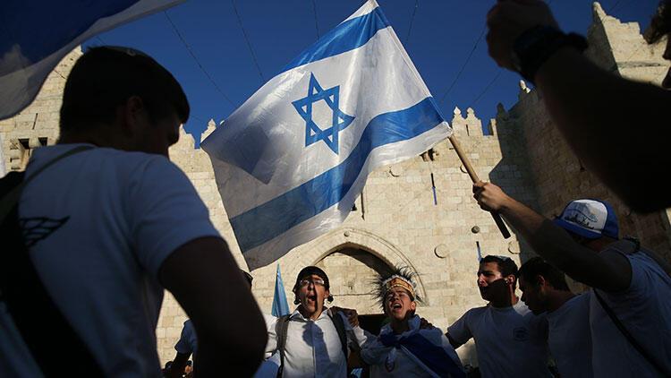 İsrail Batı Şeria'da 6 bin yasa dışı konut inşa edecek