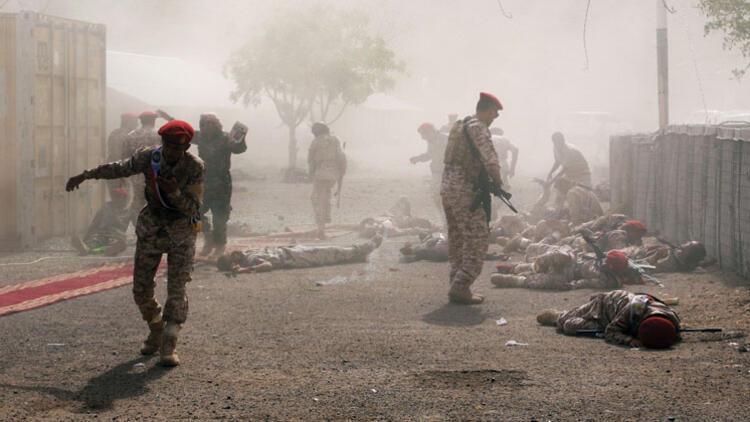 Yemen'de geçit törenine füze