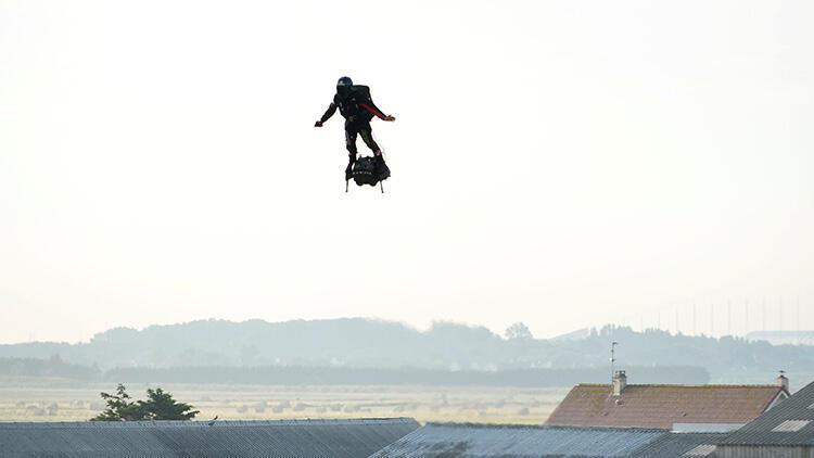 Son dakika... Franky Zapata uçan kaykayıyla Manş Denizi'ni geçti