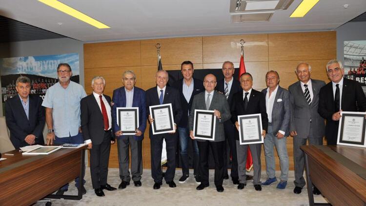 Beşiktaş'ta divan kurulu üyeleri mazbatalarını aldı