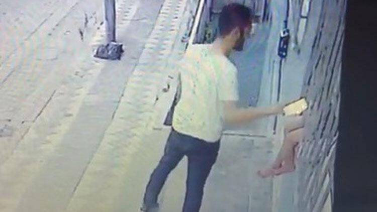Sultangazi'de çocuğun elindeki telefonu çalan şüpheli polise teslim oldu