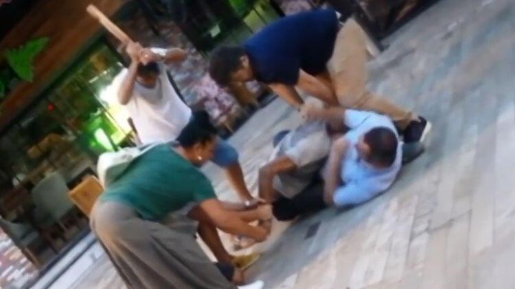 Yer Antalya... 1'i kadın 4 kişi öldüresiye dövdü...