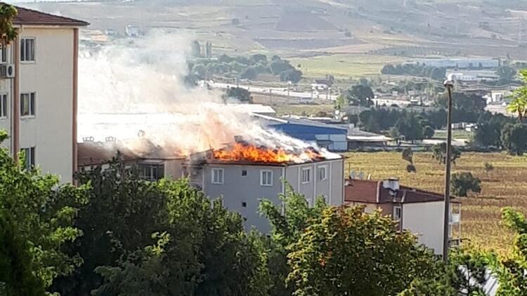 Korkutan yangın! Alevler üç binayı sardı