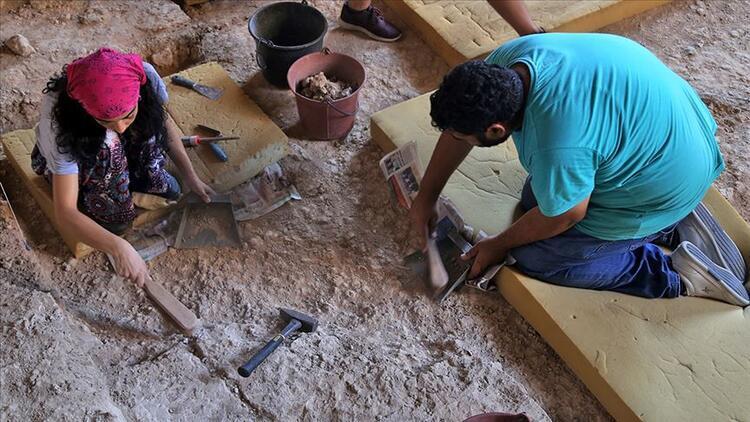Karain kazılarında 350 bin yıllık balta bulundu