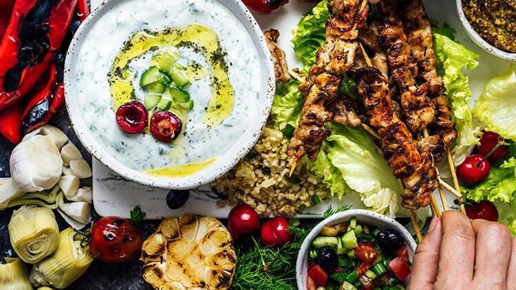 Bayramda sofranızdan salata ve yoğurdu eksik etmeyin! İşte ideal bayram menüsü