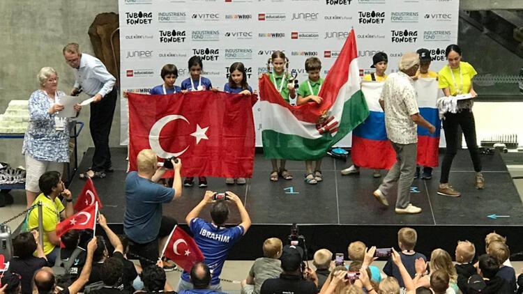 Kadıköylü çocuklar robot olimpiyatında dünya 2'ncisi oldu